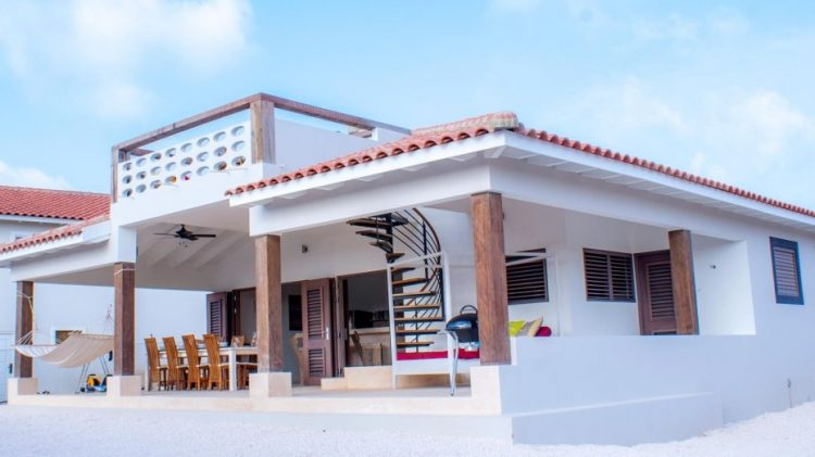 huisjehurenbonaire-caribbeandream-porch